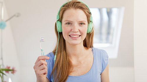 Aural feedback for oral hygiene
