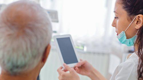 Poor oral health increases the risks of frailty in older men